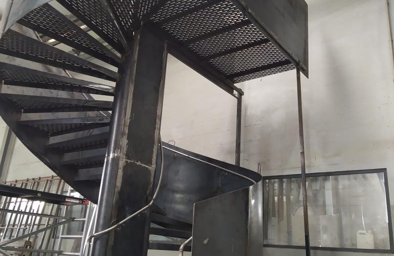 Helical metal staircase (Paris)